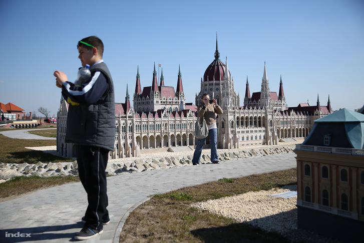 Látogatók a parkban 2015 márciusában