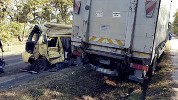 Ketten meghaltak egy balesetben Kecskemétnél