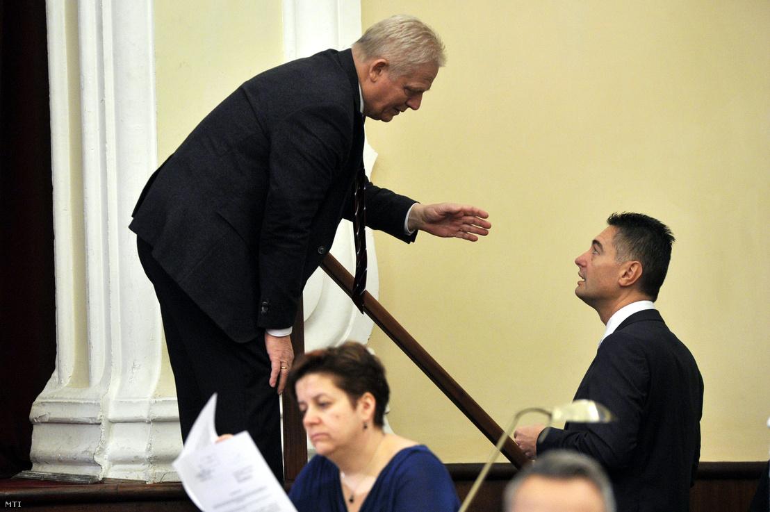 Tarlós István és Horváth Csaba a Fővárosi Közgyűlés ülésén a Városháza dísztermében 2014. november 26-án