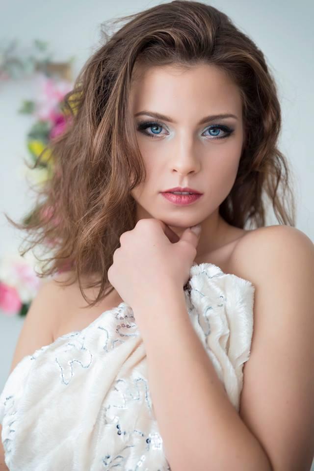 Ő Rippel Feri ritkán látott barátnője, Viktória. A fiatal szépség modellkedik.
