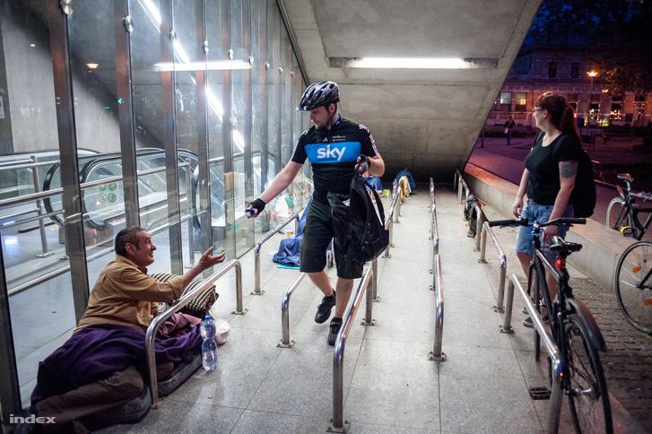 A Budapest Bike Maffia önkéntesei