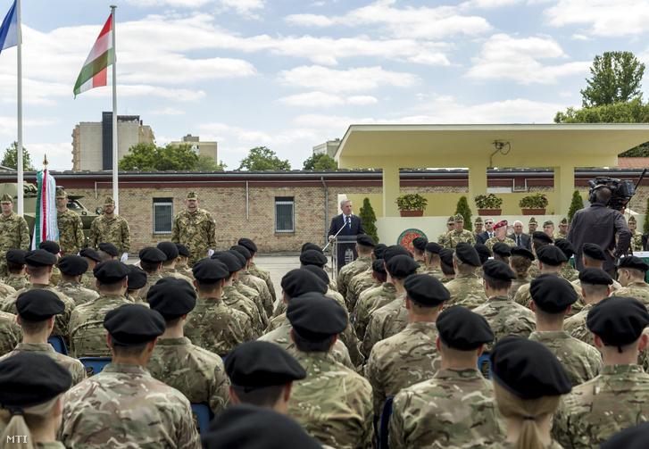 Benkő Tibor honvédelmi miniszter beszédet mond a Nemzeti Közszolgálati Egyetem Hungária körúti campusán tartott állománygyűlésen 2018. július 2-án.