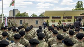 Tartalékos katonákat is faraghatnak a kirúgott közszolgákból, a HM szerint ez fake news