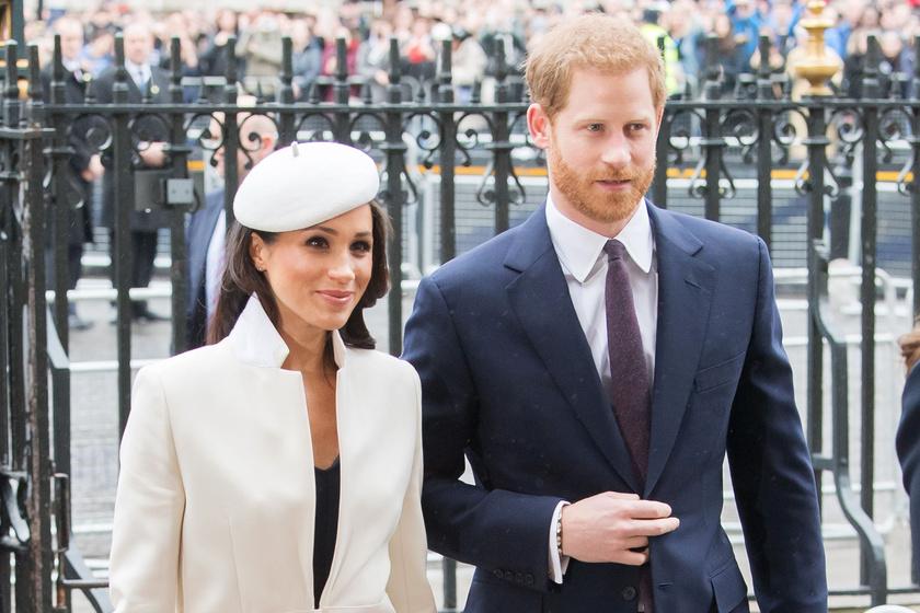 Meghan hercegnét és Harry-t közös ismerősük hozta össze. Már az első percekben elvarázsolták egymást, majd sokáig titokban találkozgattak, idén tavasszal pedig az egész világ előtt mondták ki az igent.