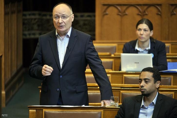 Burány Sándor, a Párbeszéd frakcióvezető-helyettese felszólal napirend előtt az Országgyűlés plenáris ülésén 2018. június 26-án.