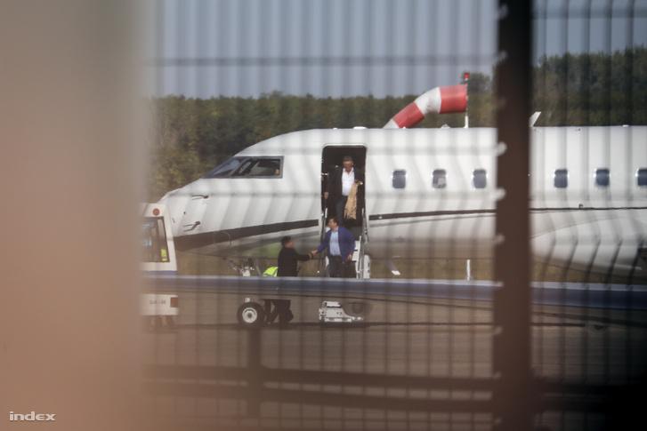 Legutóbb a Bombardier Global 6000 Mészáros Lőrinccel és Szíjj Lászlóval a fedélzetén landolt Ferihegyen a londoni Chelsea-MOL Vidi-meccs másnapján