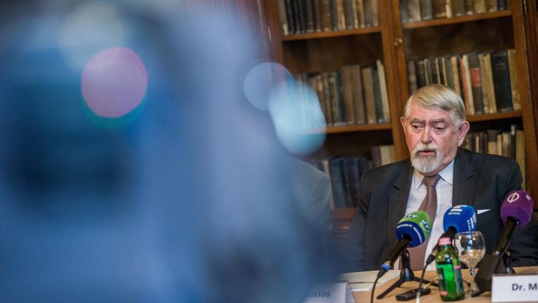 A miniszter szerint pályázatot írtak ki Prőhle posztjára, de ennek semmi nyoma