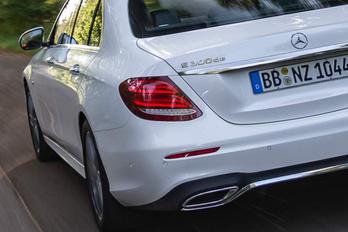 Dízel-elektromos hajtással próbálkozik a Mercedes