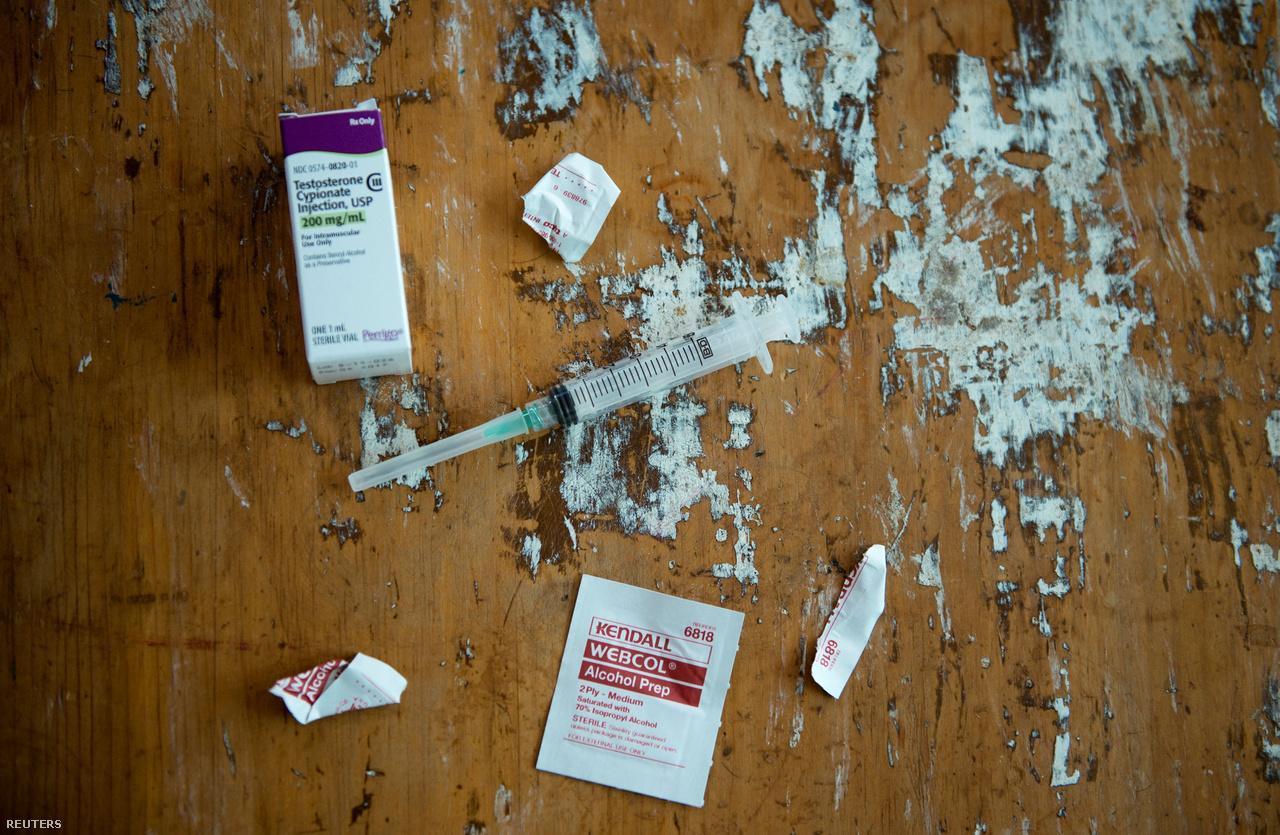 A hormonkezeléshez használt tesztoszteron és injekciós tű.