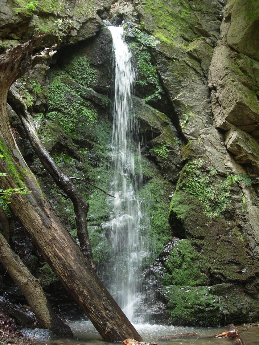 Az Ilona-völgy legismertebb látványossága az ország legnagyobb szintkülönbségű természetes zuhataga.