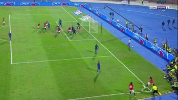 Mo Szalah mindenhonnan, szögletből is gólt rúg