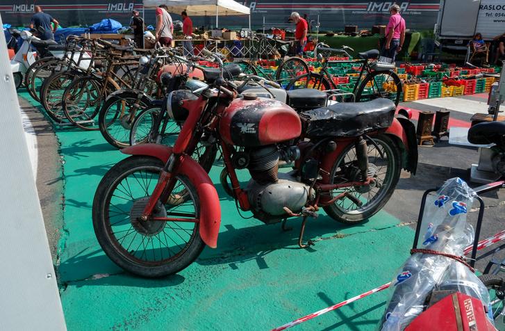 Az ominózus Moto Morini Tresette, ami nem 125-ös, hanem 175-ös