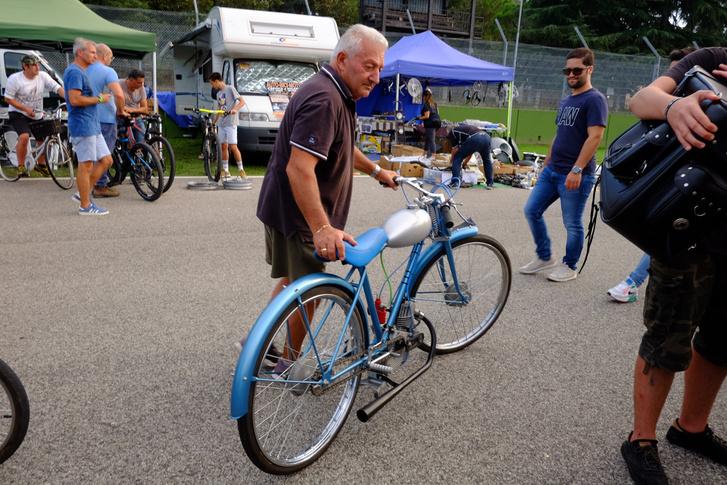 Ducati Cucciolo a negyvenes évek második feléből, Borzalmasan dörgött, bár a látvány alapján nehéz elhinni