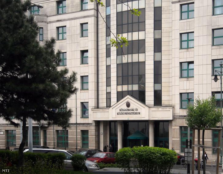 A Külgazdasági és Külügyminisztériumának központi épülete a főváros II. kerületében a Bem József téren
