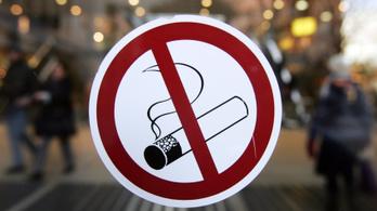 Szijjártó mindenhol és mindenkinek betiltotta a dohányzást
