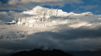 Hóvihar söpörte el az alaptábort, kilenc hegymászó meghalt a Himalájában