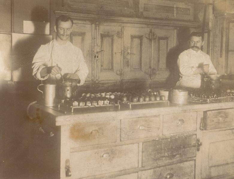 1870-ben tette át székhelyét  a mai Vörösmarty Térre