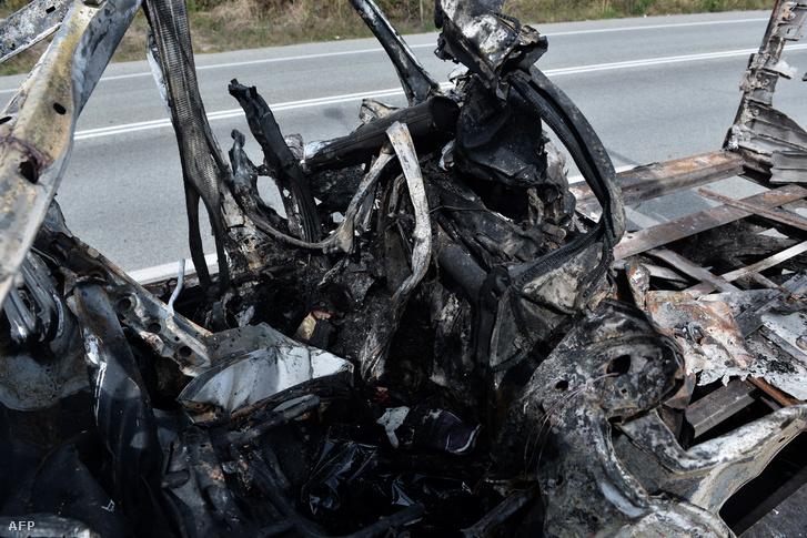 A kiégett autó részlete. Kavala, Görögország 2018. október 13.