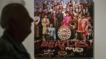 A The Beatles Bors őrmestere lett minden idők legsikeresebb lemeze Nagy-Britanniában