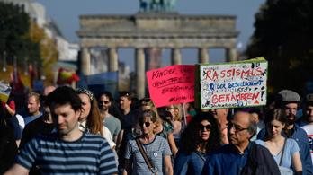 Százezrek tüntettek Berlinben a rasszizmus és az idegengyűlölet ellen