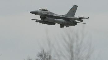 Bakiparádéban semmisült meg egy belga F–16-os vadászrepülő