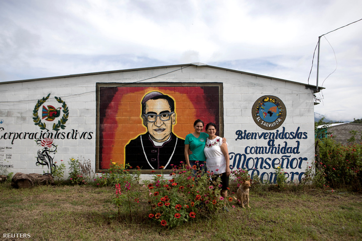 Romero portréja egy San Salvador-i ház falán.