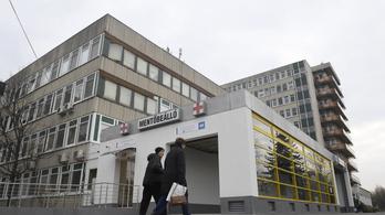 Kizuhant egy beteg a Jahn Ferenc Kórház épületéből
