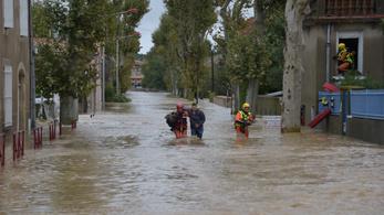 Óriási eső zúdult Franciaországra, 10-en meghaltak