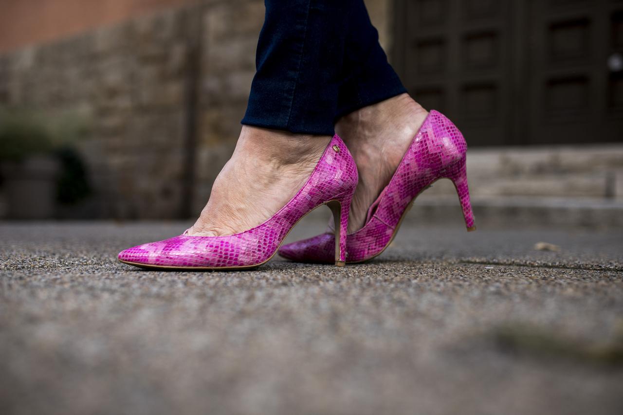 Ezt a cipőt Lengyelországban vásárolta 35 ezer forintért. Nem bánta meg, a színe miatt szereti, de bevallja, nem a legkényelmesebb viselet.