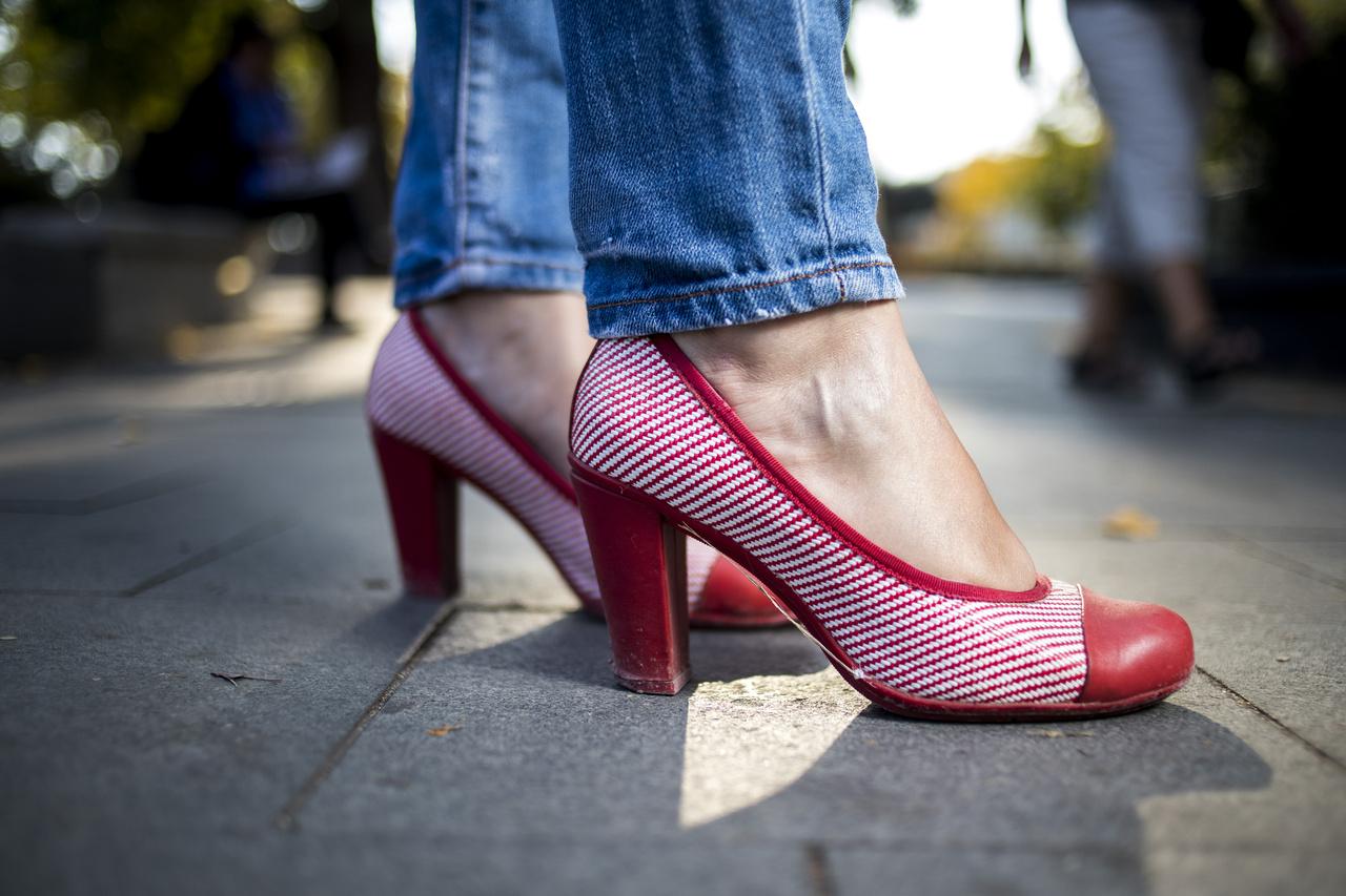 Londonban vásárolta, mert nagyon megtetszett neki. Imádja ezt a cipőt, nem kell különösebb alkalom ahhoz, hogy viselje.