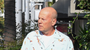 Álljunk meg hat szóra! Bruce Willis és egy nylon zacskó!