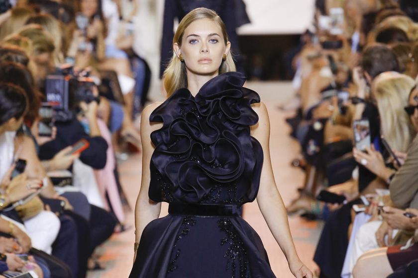 Hordható ruhák a kifutóról: csipkés, hímzett szettek, flitteres ruhaköltemények