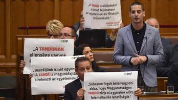 Kövér Orbán-idézetek miatt kizárta az LMP tagjait a parlament üléséről