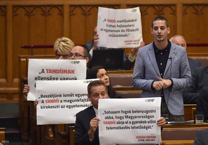 Ungár Péter az LMP képviselője napirend előtt szólal fel az Országgyűlés plenáris ülésén 2018. október 15-én