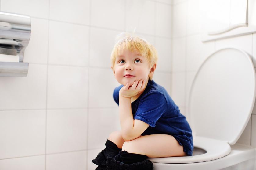 Milyen színű vizelet normális, és melyik utal bajra? Ellenőrizd a gyerekét!