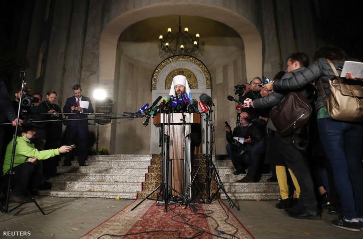 Ilarion Alfejev volokolamszki metropolita, a moszkvai ortodox pátriárkátus külügyi osztályának vezetője nyilatkozik a sajtónak 2018. október 15-én