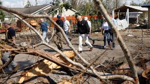 Trumpot mellbevágta a hurrikán pusztítása