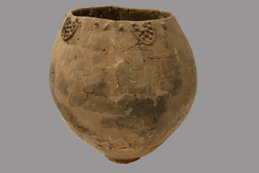 Az edényeket a mai főváros, Tbilisi területéhez közel találták, összesen nyolc darabot. Mindegyikük dekoratív, díszítéssel ellátott boros edény, ami az ottani fazekasság fejlettségéről is mesél.