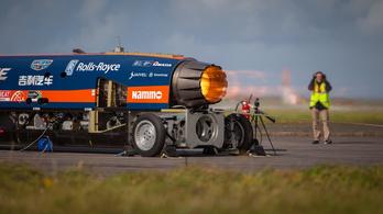 Elfogyott a pénz a szuperszonikus rakétaautóra