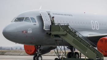 Miért honvédségi gépen szállították haza Ciprusról Orbán Viktor lányát? - kérdezi az LMP