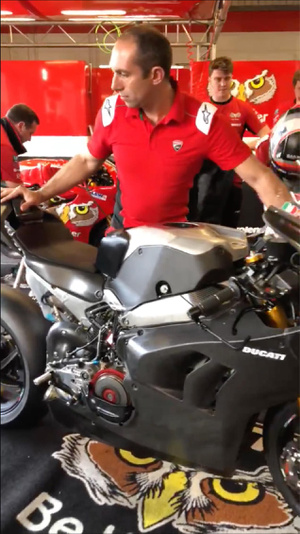 2019-Ducati-Panigale-V4-R-brands-hatch-race-bike-01