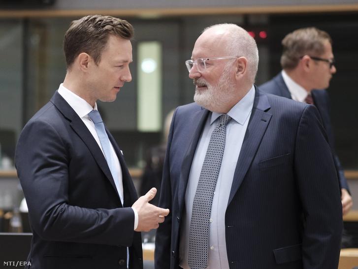 Gernot Blümel Európa-ügyekért felelõs osztrák miniszter (b) és Frans Timmermans az Európai Bizottság első alelnöke az Európai Unió Általános Ügyek Tanácsának brüsszeli ülésén 2018. szeptember 18-án