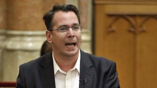 A Jobbik rágalominfóval kezeli a kormánymédia érdeklődését