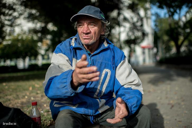 """Tóth Mihály azt mondja, Budára érdemes mennie a hajléktalan embereknek és kunyhót építeni az erődben. """"El kell bújni, ahová nem jut el a közteres, csak maximum a róka."""""""