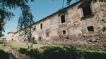 Bontással kezdték Rákóczi születési helyének rekonstrukcióját