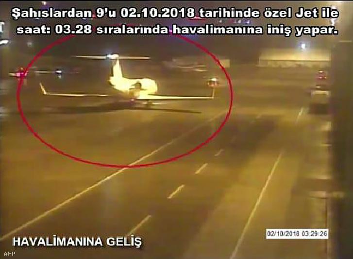 A török Sabah újságban megjelent kép és információ szerint a szaúdi gyanúsítottak magángéppel érkeztek Isztambulba 2018. október 2-án