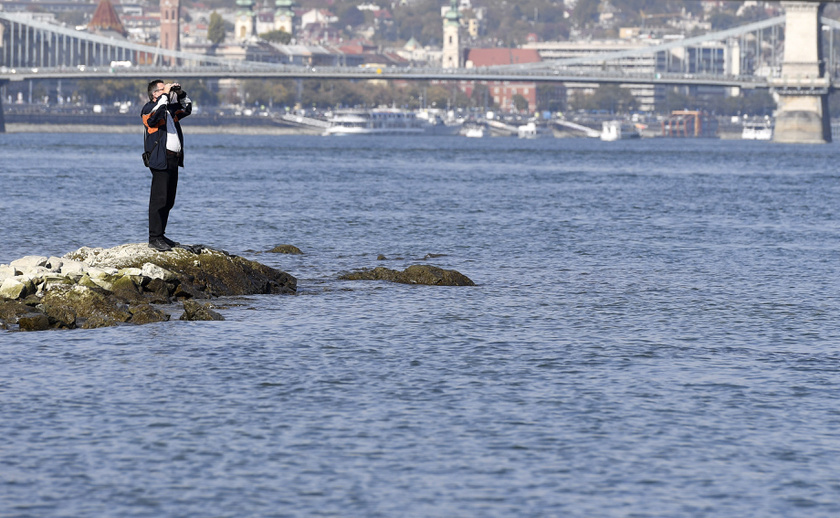 Ismét láthatóvá vált az Ínség-szikla: tegnap délelőtt 10 órakor Budapestnél 49 centiméter volt a vízállás, és mára tovább csökkent: mindössze 43-44 centiméterre.