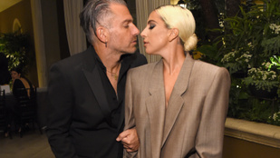 Végre hivatalos: eljegyezték Lady Gagát