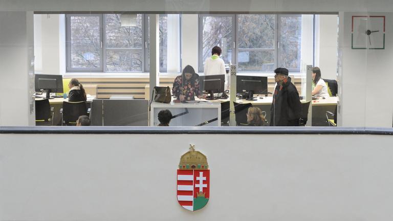 Kiszivárgott az előterjesztés: ez lesz a kirúgott hivatalnokokkal