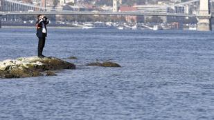 Nem közlekedhetnek teherhajók a Dunán